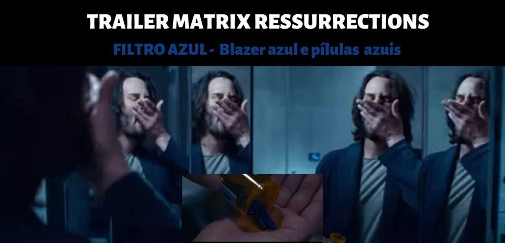 Cena do trailer de Matrix Ressurrections. Imagem de Neo refletida no espelho do banheiro. Ele usa um blazer azul e coloca pílulas na boca. Logo abaixo, close do frasco com as pílulas azuis nas mãos.