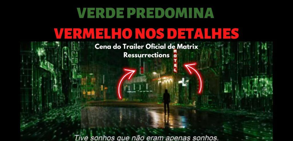 """Imagem com texto: Verde predomina a cena e o vermelho fica nos detalhes. Logo abaixo, imagem do trailer oficial de Matrix Ressurrections em que Neo atravessa uma avenida com prédios marcados com detalhes verdes que lembram os componentes de uma placa-mãe de computador. A esquerda, há duas placas vermelhas. Na parte inferior, uma frase de Neo em que ele diz: """"Tive sonhos que não eram apenas sonhos""""."""